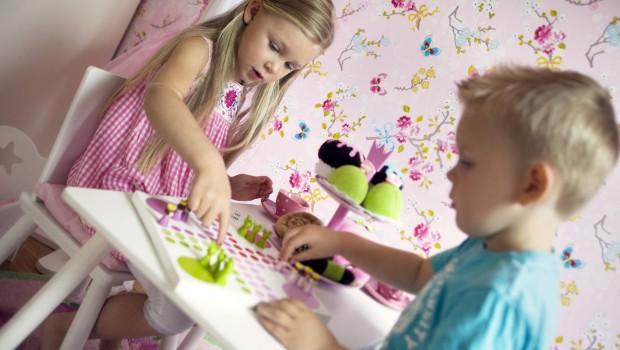 Här kommer tipsen med praktiska möbler, glada färger och mycket tyger som får dig och ditt barn att trivas.